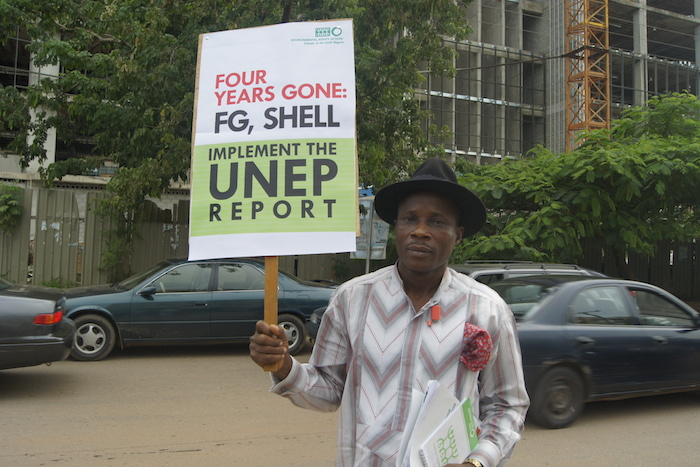 A Campaigner demanding implementation of UNEP report on Ogoni (PHOTO: ClimateReporters/Atâyi Babs)