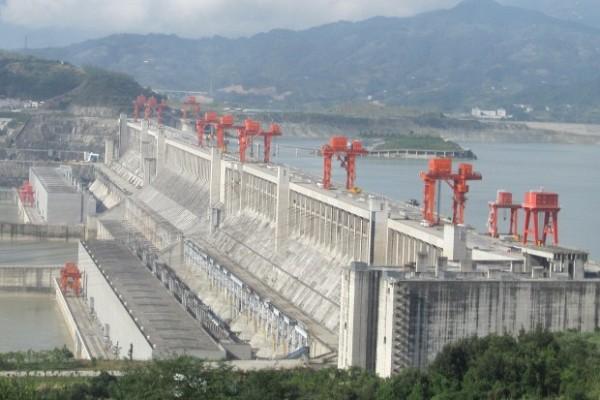 Lancement du premier groupe du barrage hydroélectrique de Kaléta par le ministre de l'énergie