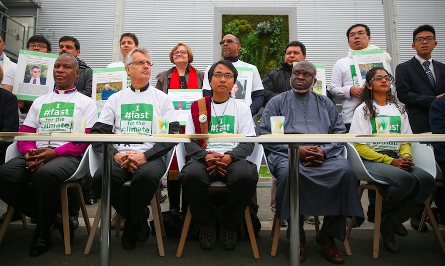 Inspired by Yeb Saño, the Philippines (center), members of civil society participate in a 'climate change fast' and call for world leaders to solve the climate crisis (PHOTO: IISD)