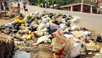Heap of refuse blocking the drainage at Odo-Ona in Apata area of ibadan, South West Nigeria (PHOTO: NAN)