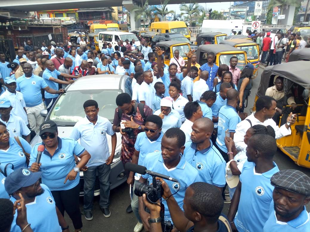 Activists protesting against the privatisation of water in Lagos, Nigeria 3 (PHOTO: ClimateReporters/Ugonma Cokey)