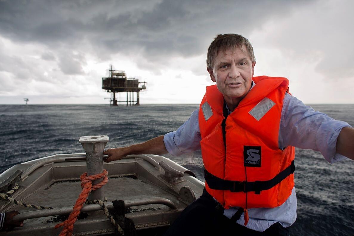 Érik Solheim en route la plateforme pétrolifère de Sèmè Kpodji